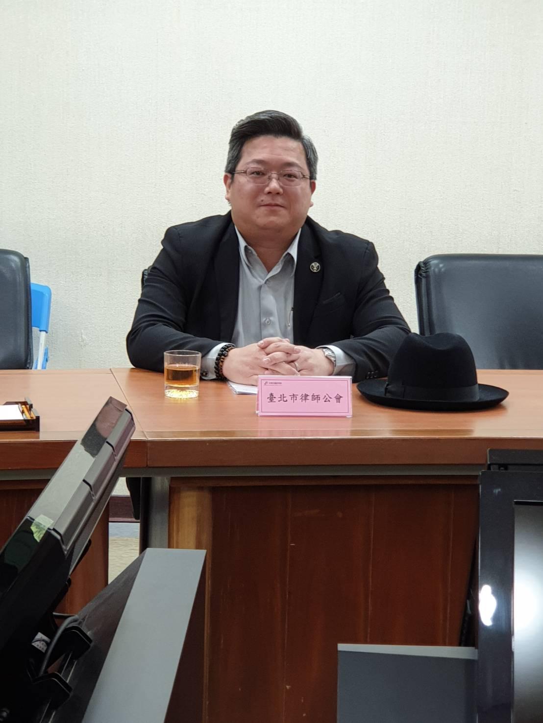 本所陳怡伸律師代表台北律師公會出席經濟部「公司法」相關法令修法研商會議